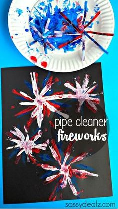 Pipe Cleaner Fireworks Craft for Kids - Easy of July craft or Memorial Day art project! Change the colors and designs of Pipe cleaners for other holidays Patriotic Crafts, July Crafts, Summer Crafts, Holiday Crafts, Americana Crafts, Patriotic Party, Fireworks Craft For Kids, Fireworks Art, Daycare Crafts