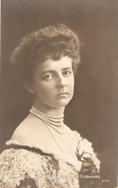 Herzogin Sophie Charlotte Von Oldenburg was the daughter of Friedrich Augustus, Hereditary Grand Duke of Oldenburg, and his first wife, Elizabeth Anna of Prussia.