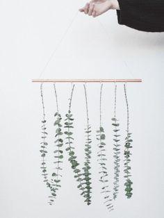 DIY: hanging Eucalyptus- DIY: hangende Eucalyptus DIY: a fresh and fast botanical touch at home – Beautiful water flowers … - Decoration Bedroom, Diy Home Decor, Diy Décoration, Easy Diy, Wrought Iron Wall Art, Metal Tree, Diy Hanging, Diy Art, Picture Frames
