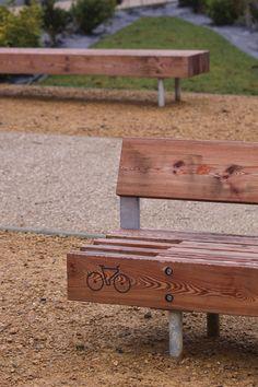 bench with bike rack by mmcité. Visit the slow ottawa boards. Parks Furniture, Urban Furniture, City Furniture, Street Furniture, Concrete Furniture, Furniture Outlet, Office Furniture, Design D'espace Public, Pimp Your Bike