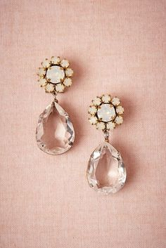 Pendientes, chic, glamour, style, flores, flowers, gala, chicas, girls, fashion, fashionista www.PiensaenChic.com