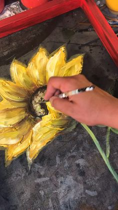 Rebecaflottarts magic hands painting acrylic videos canvases How to make it bright Acrylic Painting Flowers, Acrylic Art, Flower Canvas Paintings, Sunflower Paintings, Art Paintings, Canvas Art, Sunflower Art, Painting Videos, Watercolor Art