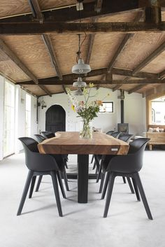 Pin van Rick Groen op Eettafel in 2020 Wooden Dining Tables, Dining Room Table, Dining Area, Live Edge Furniture, Dining Furniture, Diy Outdoor Furniture, Diy Table, Lounge, Interior Inspiration