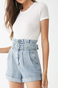 Belted Paperbag Denim Shorts , Source by heathermiller_life Outfits mezclilla Mode Outfits, Short Outfits, Outfits For Teens, Fashion Outfits, Women's Fashion, Forever 21 Outfits, Shorts Jeans Branco, Denim Shorts, Belted Shorts