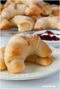 Rogaliki z marmoladą - I Love Bake Cake Cookies, Cupcake Cakes, Bagel, Macarons, Doughnut, Cake Recipes, Good Food, Low Carb, Cooking Recipes