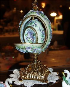 Eggs, eggs, Imperial Fabergé eggs and just normal overpriced chocolate ones! Fabrege Eggs, Faberge Jewelry, Egg Crafts, Egg And I, Egg Art, Egg Decorating, Objet D'art, Egg Shells, Calla Lilies