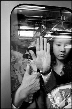 Bruce Gilden. Japan. Tokyo. Shinjuku. JR station morning rush hour. 1996. [::SemAp::]