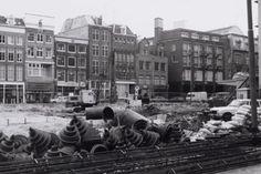 Bureau Warmoesstraat zit in een aantal monumentale panden op de Warmoesstraat in Amsterdam en biedt onderdak aan 20 verschillende bureau's in de creatieve en zakelijke dienstverlening.