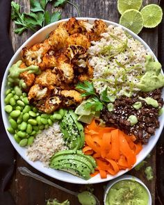 Spicy Roasted Cauliflower Burrito Bowls Ready for something warm, comforting and spicy? WellAndFull used USA Rice Long-Grain Brown Rice as a base for this hearty Spicy Vegan Chipotle Roasted more… - Delicious Vegan Recipes Healthy Recipes, Whole Food Recipes, Vegetarian Recipes, Cooking Recipes, Pescatarian Recipes, Healthy Meals, Superfood Recipes, Freezer Recipes, Vegetarian Lunch