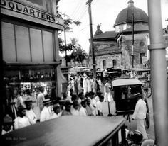 Busy crowded Plaza Goiti (Plaza Lacson today), Santa Cruz Church, 1930 Filipino Architecture, Philippines Culture, University Of Wisconsin, Pinoy, Public Transport, Manila, Places To Visit, Street View, History