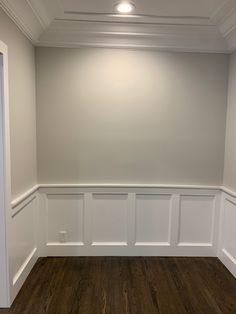 Miranda Transform SW Repose Grey on wall Article Physique: You probably have already began to pl Repose Gray Paint, Sw Repose Gray, Foyer Paint Colors, Paint Colors For Home, Paint Colours, Grey Walls White Trim, White Paneling, Grey Interior Design, Interior Paint