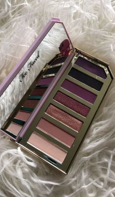 Too Faced Razzle Dazzle Berry Palette - Eye Makeup Tutorials and Tips Make Up Palette, Makeup Goals, Love Makeup, Makeup Pallets, Beauty Make-up, Pinterest Makeup, Makeup Obsession, Too Faced Makeup, Tips Belleza