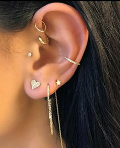 14 Cute and Beautiful Ear Piercing Ideas For Women – Biseyre Trending Ear Piercing ideas for women. Ear Piercing Ideas and Piercing Unique Ear. Ear piercings can make you look totally different from the rest. Innenohr Piercing, Tragus Piercing Earrings, Ear Peircings, Cute Ear Piercings, Body Piercings, Ear Piercings Conch, Multiple Ear Piercings, Tragus Stud, Ear Piercings