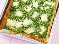Pinaatti-fetapiiras Ovo Vegetarian, Vegetarian Recipes, Savory Tart, Palak Paneer, Avocado Toast, Feta, Broccoli, Nom Nom, Sandwiches