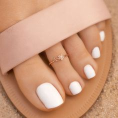 Toe Nails White, Daisy Ring, Pura Vida Bracelets, Cute Toes, Hang Ten, Nail Games, Best Jewelry Stores, Toe Rings, Jewellery Storage