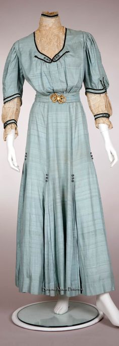 Walking suit ca. 1905. Stephens College Costume Museum Pinterest