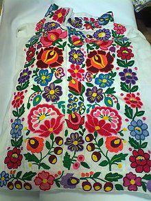 Košeľa Hriňová s hladkovanou výšivkou Emil / ADA. Hungarian Embroidery, Folk Embroidery, Vintage Embroidery, Embroidery Stitches, Embroidery Patterns, Machine Embroidery, Indian Embroidery, Modern Embroidery, Lazy Daisy Stitch