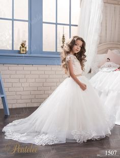 Princess Lace Ball Gown Arabic 2017 Flower Girl Dresses Vintage Tulle Child Dresses Beautiful Flower Girl Wedding Dresses F064
