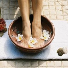 HOW TO GIVE A BEAUTY SPA PEDICURE