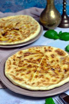 Chaczapuri – serowe chlebki – Smaki na talerzu B Food, Good Food, Yummy Food, Vegetarian Recipes, Healthy Recipes, Salty Snacks, Meal Prep, Food And Drink, Meals