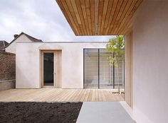 Timber-framed house surrounding a courtyard in the south-west of England designed by Studio Octopi for a resident in a wheelchair. Wall Exterior, Home Look, Octopus, Studio, Architecture, Outdoor Decor, Modern Houses, Design, Walls