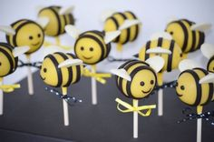 Baby Bee Cake Pops Cake pops for a bee themed baby shower Pop Baby Showers, Baby Shower Themes, Bee Hive Cake, Bee Cake Pops, Cake Original, Bumble Bee Cake, Bumble Bees, Cake Pop Displays, Baby Girl Cakes