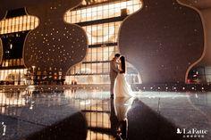 有你的夜,連雨滴都浪漫了起來 ☔️ -- 欣賞他們的完整 #婚紗照 相本 ▶︎ lafatte.com.tw/portfolio_in.php?c=2&i=161 -- 服務諮詢/預約參觀 ▶︎ www.lafatte.com.tw/contact.php