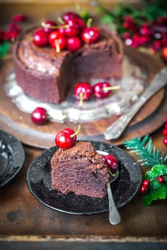 Fudgy brownie cake with cherries. The cracked top and gooey centre makes it so irrestible and it is very easy to make. Al Recipe, Sweet Recipes, Cake Recipes, Cooking Chocolate, Chocolate Cake, Fudgy Brownies, Brownie Cake, Happy Foods, Dessert Drinks
