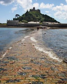 Low Tide at St. Low Tide at St. Cornwall England, Yorkshire England, Yorkshire Dales, Places To Travel, Places To See, Beautiful World, Beautiful Places, Bosnia Y Herzegovina, St Michael's Mount