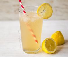 A really tasty lemonade that's made with fresh lemon juice and gut healthy apple cider vinegar. A great way to get the health benefits of this vinegar in a really tasty drink. Tastes a bit like kombucha but can be made in seconds. #healthy #applecidervinegar #healthyrecipe #healthy Cider Vinegar Benefits, Apple Cider Vinegar Detox, Ginger Ale, 21 Day Fix, Tequila, Courgetti Recipe, Cider Vinegar Weightloss, Diet Drinks, Natural Remedies
