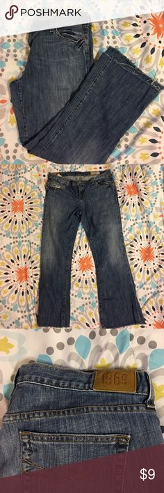 "1969 GAP flare women's jeans Women's size 16 jeans GAP 1969 flare jeans. The ends are frayed on these(picture included) inseam is 30"". No stains on jeans, comes from a smoke and pet free home. GAP Jeans Flare & Wide Leg"