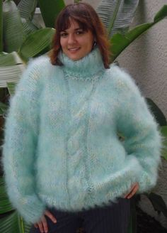 Many pictures of soft and fuzzy angora and mohair men's and women's sweaters including vintage and retro. Gros Pull Mohair, Mohair Sweater, Sweater Outfits, Fur Coat, Turtle Neck, Sweaters, Cardigans, Pullover, Sexy
