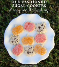 Old fashioned sugar cookies & easy vanilla frosting at shakentogetherlife.com