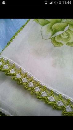 i Art Drawings Sketches Simple, Crochet Table Runner, Diy And Crafts, Lace, Pretty, Flowers, Projects, How To Make, Handmade