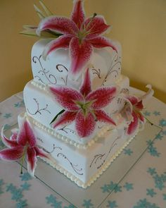 Cake with possible jade colored accents...