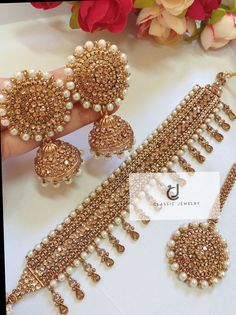 How To Wear Rose Gold jewelry - Gold jewelry Indian With Weight - Gold jewelry Indian Awesome - Gold jewelry Indian Jadau - - Indian Bridal Jewelry Sets, Bridal Jewelry Vintage, Indian Jewelry Earrings, Jewelry Design Earrings, Mughal Jewelry, Gold Jewelry, Jhumki Earrings, Bridal Jewellery, Antique Jewellery Designs