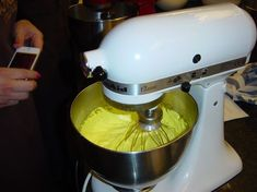 Kitchen Aid Mixer, Kitchen Appliances, Macarons, Food And Drink, Recipes, Biscotti, Cookies, Candy, Diy Kitchen Appliances