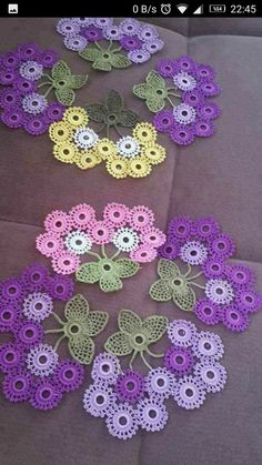 Crochet Easy Flower Roses - ilove-crochet Video instructions, pattern is embedded in video. watch carefully because some things were left out of the pattern Knitting İdeas - Crochet Easy Flower Roses - Most Pin Crochet simple flowers roses Source by Crochet Motifs, Crochet Flower Patterns, Thread Crochet, Crochet Blanket Patterns, Crochet Designs, Crochet Crafts, Crochet Doilies, Crochet Flowers, Crochet Projects