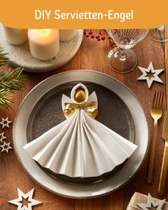 Adventskalender DIY Napkin angels are the perfect decoration for your banquet table. With our DIY vi Christmas Crafts, Christmas Decorations, Table Decorations, Ostern Party, Diy Crafts To Do, Banquet Tables, Diy For Teens, Diy Videos, Diy Art