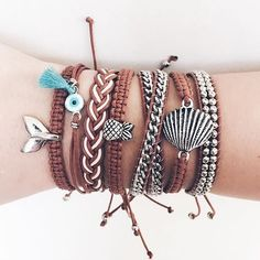 Pin by Amica Mia on mix & match in 2020 Bracelet Crafts, Jewelry Crafts, Beaded Bracelets, Cute Jewelry, Jewelry Accessories, Vintage Inspired Engagement Rings, Accesorios Casual, Summer Bracelets, Bracelet Tutorial