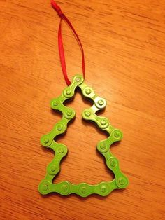 super cute Christmas tree ornaments made out of bike chain.