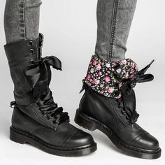 Womens vintage chunky heel lace-up leather daily boots mid-calf boots middle heel boots-oumiss Dr. Martens, Flat Leather Boots, Flat Boots, Pu Leather, Leather Booties, Black Leather, Vintage Heels, Vintage Lace, Top Vintage