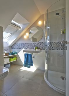 Home Decorating Ideas Bedroom Dachgeschossausbau mit Duch-WC Small Attic Bathroom, Attic Master Bedroom, Loft Bathroom, Ensuite Bathrooms, Bathroom Renovations, Attic Renovation, Attic Remodel, Villeroy Und Boch Bad, Wc Decoration