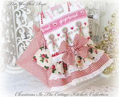 Cottage Christmas Kitchen Towel And Pot Holder Set Gingerbread And Candy Canes