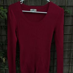PRICE DROP ❤️ RIBBED SWEATER Long sleeve  fitted sweater Maroon color Good condition great condition wear it declare it Sweaters
