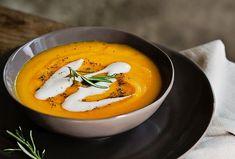 Dýňová polévka s červenou čočkou Thai Red Curry, Food And Drink, Low Carb, Soup, Cooking, Ethnic Recipes, Pasta, Halloween, Kitchen
