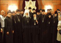 Las comunidades cristianas de Grecia formaban, en la unidad con Roma, la provincia eclesiástica de lliria. Desde el año 730 la provincia pasó a la jurisdicción del patriarca de Constantinopla lo que le arrastró al Cisma el año 1054