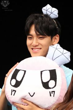 Seventeen Japan fansigning 170721 <3 cutie with his Bong Bong