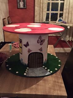 Another toadstool cable reel Cable Reel Table, Wooden Cable Reel, Wooden Cable Spools, Wire Spool, Cable Reel Ideas For Kids, Cable Reel Ideas Eyfs, Cable Spool Ideas, Preschool Garden, Spool Tables