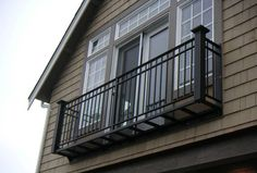 Adorable-metal-balcony-railing_floating-space-balcony_glass-window_brown-wooden-wall.jpg (1024×690)